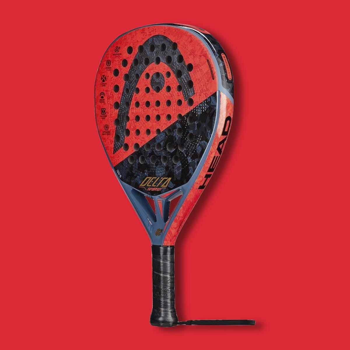 Padelrack från Head mot röd bakgrund: Head Delta Hybrid Graphene 360